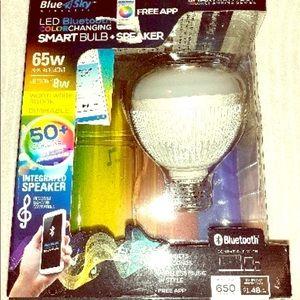 Blue sky Bluetoothspeaker light changing bulb